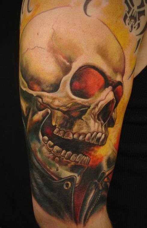 incredibile cranio con luce rossa in prese tatuaggio